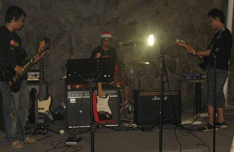 endro-on-stage-16jun07-bertiga.jpg