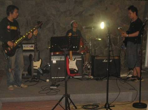 endro-on-stage-16jun07-bertiga_2.jpg