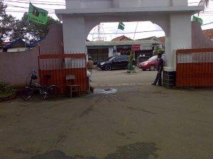 Jildhan-29 sedang parkir di gerbang mesjid. Semoga dengan sering dibawa ke mesjid, Jildhan-29 menjadi penuh barokah.. Amiin ...