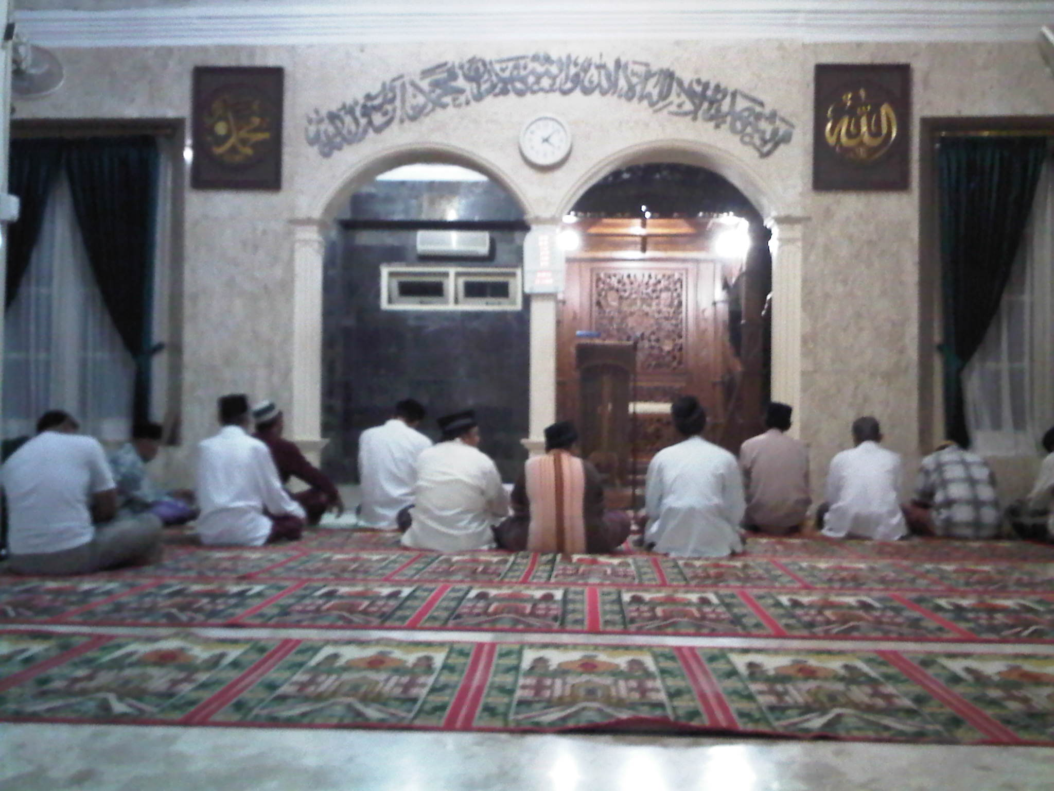 Shalat di Mesjid