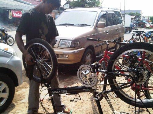Mekanik sepeda yang trampil