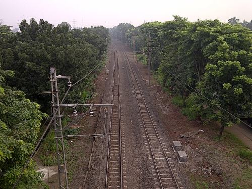 Jalur kereta api menuju Pasar Minggu dari arah Depok