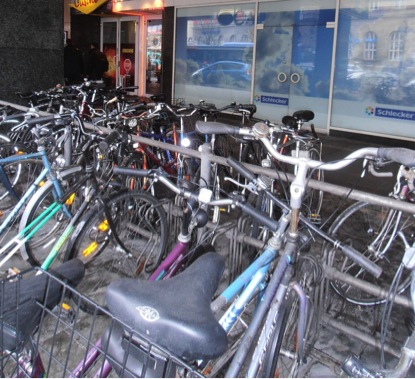 Sepeda diparkir di Muenchen. Kapan Jakarta seperti ini ya?