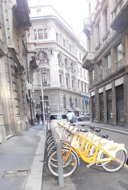 Sepeda untuk disewakan di kota Milano