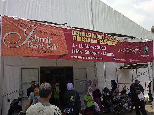 Suasana Islamic Book Fair di sisi samping Istora