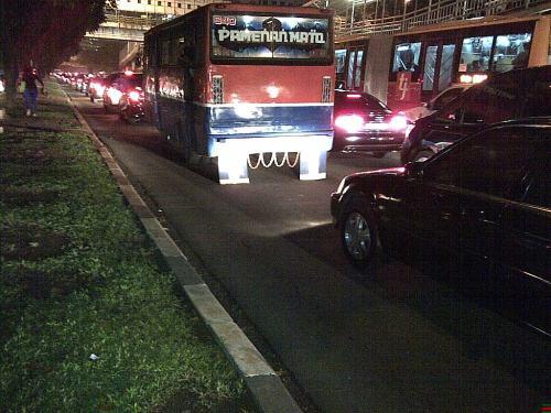 Suasana kemacetan di Jl Sudirman ketika gowes pulang .... Untung bersepeda!!!