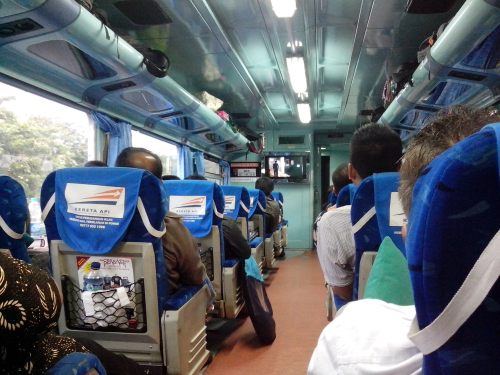 Kereta Bima menuju Surabaya ...