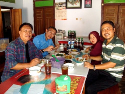 Bersama mas Priyo Gtx, Weni, dan mas Joko