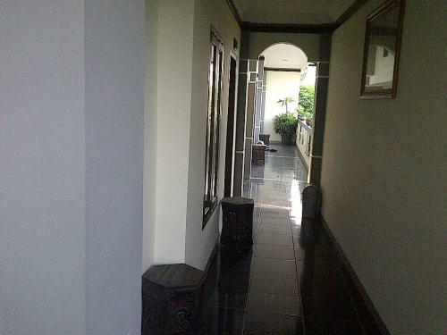 Lorong di lantai 2 Hotel Mataram yang baru ...