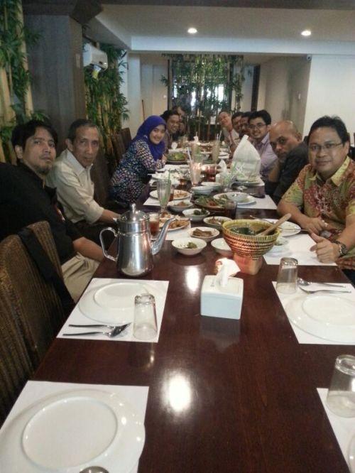 Makan siang di Saung Galah, Jl. Gunawarman.