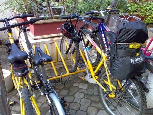 Di parkiran sepeda Indosat, 12 Juni 2009
