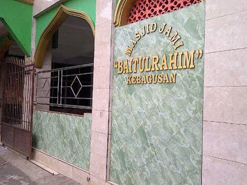 Masjid ini terletak di sebuah gang kecil di jl. TB Simatupang. Sudah lama gak ke sini dan sekarang sudah renovasi.