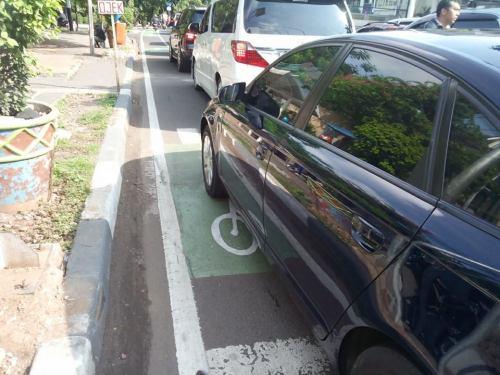 Jl. Gunawarman sudah ada jalur sepeda. (Berangkat menuju Tebet)