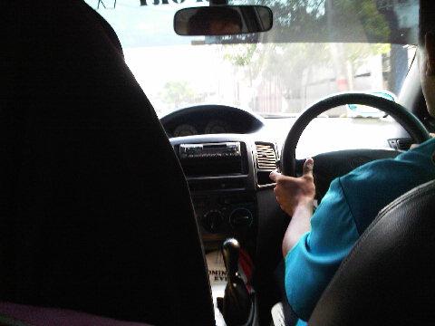 Di dalam taksi dari Juanda, Surabaya menuju Tulungagung, Rp. 500 ribu (7 Des 2009 12:36)