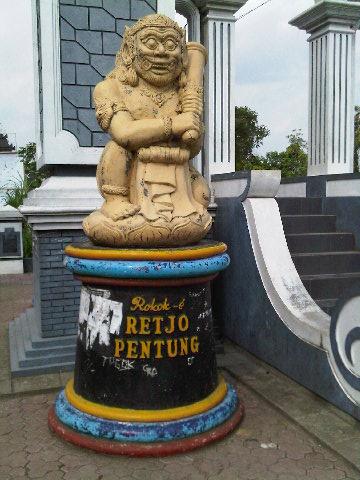 Monumen masuk Tulungagung: Retjo Pentung. 7Des2009 14:33