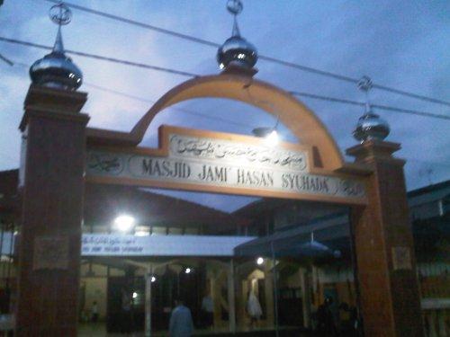 Shalat Maghrib di masjid Plandaan, TA
