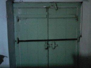 Plang pintu khas TA