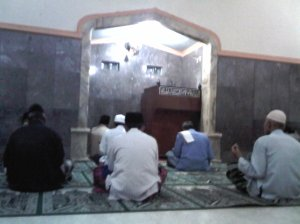 Shalat subuh di masjid Plnadaan
