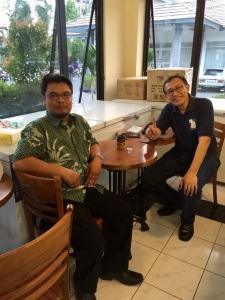 Di kafe Roti Boy, Solo Balapan bersama sahabat saya HERWINTO (Abu Fajar)
