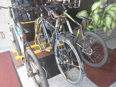 Parkir sepeda indosat
